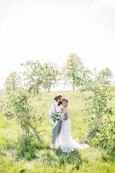 Summer picnic wedding in a field