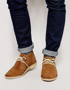 Wüstenstiefel von ASOS Obermaterial aus Wildleder Schnürverschluss mandelförmige Zehenpartie Ziernähte Schützen Sie die Schuhe mit einem Reiniger für Wildleder. Obermaterial: 100% echtes Leder