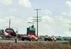 1958 12 Ore di Sebring Scuderia Ferrari N°14 Ferrari 250 TR 58 Tipo 128 LM V12/60° 2v SOHC 2953 cc S3.0 Piloti Phil Hill Peter Collins  Seguita dalla N°15 Ferrari 250 TR 58Tipo 128 LM V12/60° 2v SOHC 2953 cc S3.0 Piloti Mike Hawthorn Wolfgang von Trips