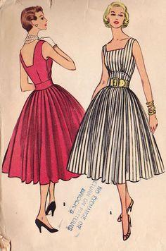 McCalls Misses Dress Vintage Outfits, Vintage 1950s Dresses, Retro Outfits, Moda Vintage, Vintage Mode, Style Vintage, Vintage Dress Patterns, Dress Sewing Patterns, Clothing Patterns