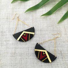 Boucles d'oreilles cuir wax african prints rouge noir doré demi cercle  #africanprints #wax #upcycling #boucles #faitmain