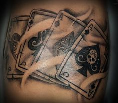 Black and grey poker card tattoo design cards traditional playing designs images ideas. Illustration Book, Illustration Tattoo, Tattoo Studio, Linkin Park Soldier, Doh Vinci, Card Tattoo Designs, Tattoo Ideas, Design Facebook, Karten Tattoos
