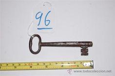 Antigua llave de FORJA hecha a mano. Para la medida y el estado, vean la fotografía