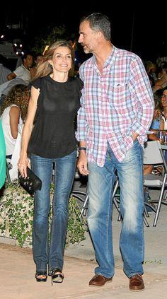 Los reyes Felipe y Letizia asistieron anoche a las fiestas de la barriada Sant Agustí,Mallorca
