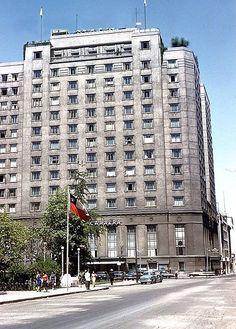 Hotel Carrera, (actual edificio de la Cancillería), en la esquina de calles Teatinos y Agustinas,1961 ??????? Fotos Antiguas de Chile: junio 2015 //// Hotel San Charbel? San Guarbel ?? algo assim? hotel extinto?