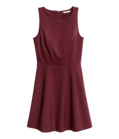 Burgundy. Sleeveless, knee-length dress in woven fabric. Fitted bodice and a…
