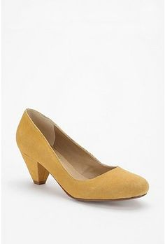 Finally caved and bought them...as the BC were sold out in my size, and these were on sale. But the search for a darker mustard shoe still continues - a girl needs options, right?