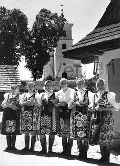 Vernar - Hlavna cesta Folk Costume, Costumes, Janome, Nostalgia, Around The Worlds, European Countries, Czech Republic, Lady, Dress