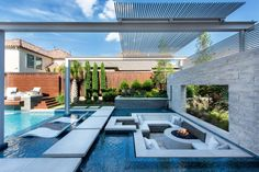 outdoor pltze Modern Backyard With Sleek Pool and Sunken Lounge Luxury Swimming Pools, Dream Pools, Swimming Pools Backyard, Swimming Pool Designs, Backyard With Pool, Lap Pools, Luxury Pools, Pool Decks, Backyard Pool Designs