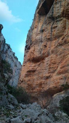 A special tour to Valley of Lanaitto - 8 km di macchia mediterranea nella Valle di Lanaitto tra villaggi nuragici, grotte, sentieri naturalistici e i tradizionali ovili in pietra e legno http://betogo.eu/Valle-di-Lanaitto