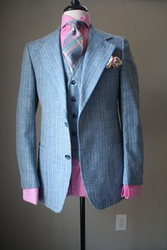 Light weight with it being a suit the options are endless.and real men don't have a problem wearing pink ! Suit Up, Suit And Tie, Dapper Gentleman, Gentleman Style, Sharp Dressed Man, Well Dressed Men, Blue Striped Suit, Suit Fashion, Mens Fashion