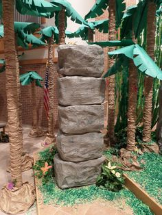 Jungle Safari paper mache pillar came out great! Rub sand on the wet paint to make it look more like stone. FOR SIDE OF BRIDGE Deco Jungle, Jungle Room, Jungle Party, Safari Party, Safari Theme, Jungle Theme, Tiki Party, Luau Party, Mickey Safari