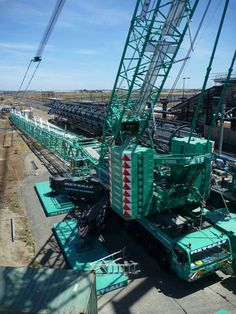 Metcalf Terex TC2800-1 erection. Seems like it is going to lift the giant column beside it. #cranepedia #metcalf #terex