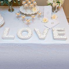 """4 Hochzeitsvasen oder Candy Bar Schalen """"LOVE"""" in weiß zum Füllen für die Candy Bar."""