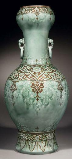Theodore DECK Exceptionnel vase en céramique de forme balustre à col cintré