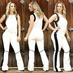 Look Casual,  Lindo  e Moderno!  Calça Nylon Cotton Flare C/Vivo + Blusa Bicolor C/bordado.  LOJA FÍSICA E SITE : www.santollo.com.br .  Blusa (P/M e G) : R$ 199,90 Calça (P/M e G) : R$ 259, 90 . ☎Comercial : (34) 33166586 . WhatsApp : (34) 988112985  #moda #model #modaparamulheres #modaparameninas #morina #fashion #elegante #new #colletion #santóllomodas #ss17 #verão #itgirl #summer #instamood #santóllomodas