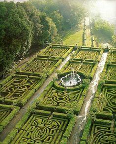 Primavera # Barilla en Italia hermosos jardines en Maze Gardens at Ruspoli Castle Northern Lazio - Italy Places Around The World, Around The Worlds, Places To Travel, Places To Go, Formal Gardens, Parcs, Dream Garden, Big Garden, Garden Inspiration