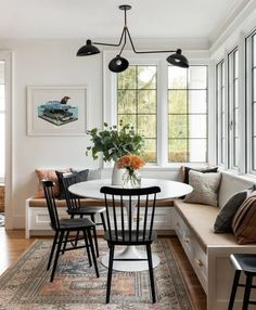 Future Home Interior Modern built-in breakfast nook with banquette seating - design by Casey Keasler Dining Room Sets, Casual Dining Rooms, Dining Nook, Dining Room Design, Built In Dining Room Seating, Dining Room Windows, Dining Tables, Banquette Design, Banquette Seating