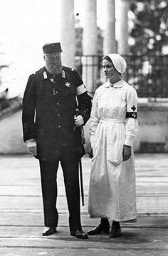 Karol Lanckoroński with his daughter Karolina as a nurse in the Faniteum during the First World War during which it was used as a convalescence home for soldiers, Vienna 1916.