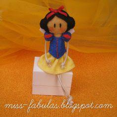 Doll brooch #Snow White handmade in felt. Broche muñeca #Blancanieves hecho a mano en fieltro.