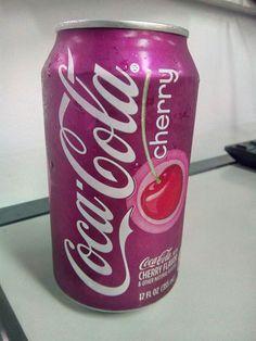 A aparência cumpre o que promete uma Coca Cola com cereja, mais presente no sabor do que na aparência do líquido, o aroma acompanha bem pra entender que á algo diferente, de resto é uma Coca Cola como todas as outras.  #refrigerante #drink #sombremesa #bebida #CocaCola #CocaColaCherry #cherry #cereja #doce #XinGourmet #EmporioChinatown #Chinatown  Coca Cola Cherry - R$7 em Empório Chinatown