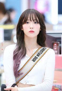 dedicated to female kpop idols. South Korean Girls, Korean Girl Groups, Korean Celebrities, Celebs, Cute Girls, Cool Girl, Wjsn Luda, Kpop Hair, Cosmic Girls
