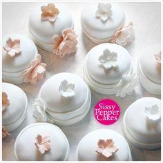 Wedding mini cakes Mini Cakes, Panna Cotta, Ethnic Recipes, Wedding, Food, Casamento, Dulce De Leche, Meal, Essen