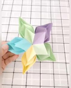 Easy Paper Crafts, Paper Crafts Origami, Diy And Crafts, Arts And Crafts, Handmade Flowers, Handmade Crafts, Paper Folding Techniques, Paper Christmas Ornaments, Origami Videos