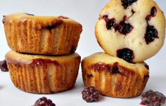 Briose cu mure Muffins, Mousse, Cupcakes, Sweets, Cookies, Breakfast, Healthy, Desserts, Recipes