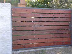 Resultado de imagem para portones de madera Front Gate Design, House Gate Design, Fence Design, Door Design, Side Gates, Front Gates, Driveway Design, Driveway Gate, Small House Renovation