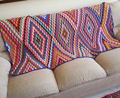 KİLİM BEBEK BATTANİYELERE,KOLTUKLARA EV DEKORUNA ÖRGÜ   Nazarca.com Crochet Quilt, Crochet Motif, Crochet Designs, Hand Knit Blanket, Knitted Blankets, Granny Square Crochet Pattern, Afghan Crochet Patterns, Crochet Carpet, Crochet Dragon