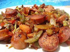 Rica receta de salchichas con verduras, muy fácil de hacer, rápida y saludable. Potato Salad, Pork, Potatoes, Sweet, Ethnic Recipes, Gastronomia, Vegetables, Ethnic Food, Doggies