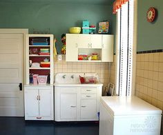retro vintage laundry room—click through for a really cute house!