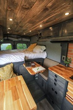 Unique Rv Camper Remodel Ideas To Inspire RV Remodel If you are interested in buying a brand new RV camper, make sure that you go for the best RV camper home remodel. That is because, this will lead to y. Interior Trailer, Van Interior, Interior Ideas, Simple Interior, Motorhome Interior, Camper Interior Design, Interior Walls, Sprinter Camper, Vida No Trailer