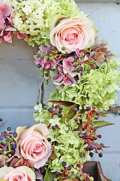 Detail of a wreath with hydrangea and roses - VIBEKE DESIGN
