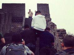 El cantante canadiense fue llevado en hombros por sus guardaespaldas