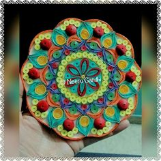 Paper Quilling, Quilling Ideas, Round Design, Felt Crafts, Art Forms, Jewelry Art, Snowflakes, Paper Art, Candle Holders