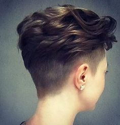 20 Pretty Hairstyles for Thin Hair Pro-Tips for a Perfectly Volumised Style If your hair is long, cut it – because the longer the hair, the thinner it will appear. To get the benefit of a handy visual illusion, thin hair should ideally be no longer t Tomboy Hairstyles, Wedge Hairstyles, Undercut Hairstyles, Trendy Hairstyles, Pixie Hairstyles, Short Thin Hair, Short Hair Cuts, Pixie Cuts, Short Pixie