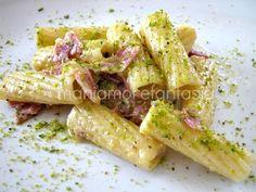 rigatoni pesto di pistacchi Rigatoni, Gnocchi, I Love Food, Pasta Dishes, Finger Foods, Italian Recipes, Snack Recipes, Savoury Recipes, Food And Drink