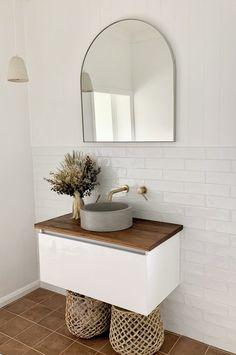 Home Interior Decoration On trend bathroom reveal - Terracotta Interior Decoration On trend bathroom reveal - Terracotta Modern Bathroom Design, Bathroom Interior Design, Brown Bathroom Interior, Interior Modern, Modern Luxury, Small Bathroom, Master Bathroom, White Bathroom, Boho Bathroom
