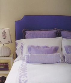 how to make a bed with accent pillows