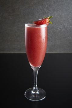 Eclipse STRAWBERRY AND TAMARILLO BELLINI  Fresh strawberries and tamarillo fruit, blended with Ketel One lemon vodka, Moët et Chandon champagne and a dash of pimento bitters, served with a hibiscus sugar rim.