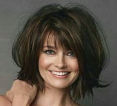 would LOVE to do this with my hair. wonder if i could pull it off like Paulina Porizkova (BIG sigh) ~~~ Mom Hairstyles, Pretty Hairstyles, Medium Hair Styles, Curly Hair Styles, Layered Hair, Layered Bobs, Great Hair, Hair Today, Hair Dos