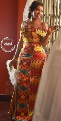 Kente wedding styles 2019 African traditional dresses for wedding. African dresses vary from brightly colored textiles to abstractly embroidered robes, to colorful beaded bracelets and necklaces. African Fashion Ankara, Latest African Fashion Dresses, African Dresses For Women, African Print Fashion, African Clothes, Africa Fashion, African Style, African Dress Designs, African Dress Styles