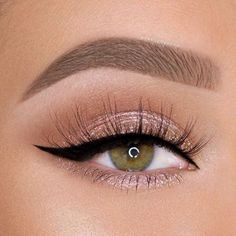 The choice of prom eyeshadow makeup is key. Bright eye makeup will make all external grooming less important. We recommend that you choose your eye makeup Bright Eye Makeup, Hazel Eye Makeup, Edgy Makeup, Makeup Eye Looks, Eye Makeup Art, Beautiful Eye Makeup, Natural Eye Makeup, Smokey Eye Makeup, Pretty Makeup