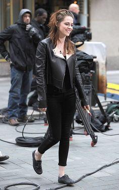"""Kristen Stewart at """"Good Morning America"""" (November 7). / Kristen Stewart en """"Good Morning America"""" (7 de noviembre)."""