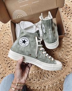 Mode Converse, Sneakers Mode, Sneakers Fashion, Fashion Shoes, Shoes Sneakers, Converse High, White Converse, Converse Chuck Taylor, Aesthetic Shoes