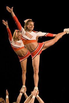 CHEER college cheerleader, cheerleading, stunts, scale moved from Cheerleading: Stunts board Cheerleading Jumps, College Cheerleading, Football Cheerleaders, Cheer Stunts, College Football, Team Cheer, Football Girls, Sport Football, Home Workouts