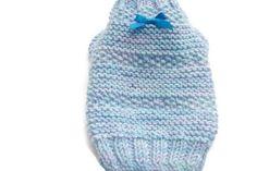 Suéter hecho punto cachorro en azul y lila  muy pequeña