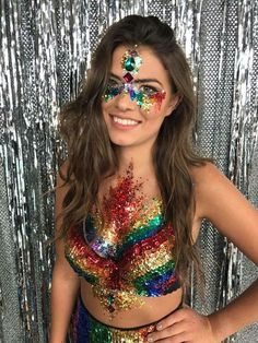 We Love Halloween Because its Awesome. Fun and cheap Halloween Costumes and ideas…. Looking for your next Halloween Costume? Discover easy Halloween costumes and fun costumes for your next party or trick or treat gig. Festival Looks, Festival Gear, Coachella Festival, Festival Fashion, Festival Camping, Glitter Face, Glitter Makeup, Mermaid Glitter, Glitter Mascara